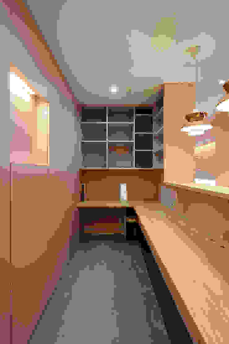 設計事務所アーキプレイス Study/officeDesks Wood Wood effect