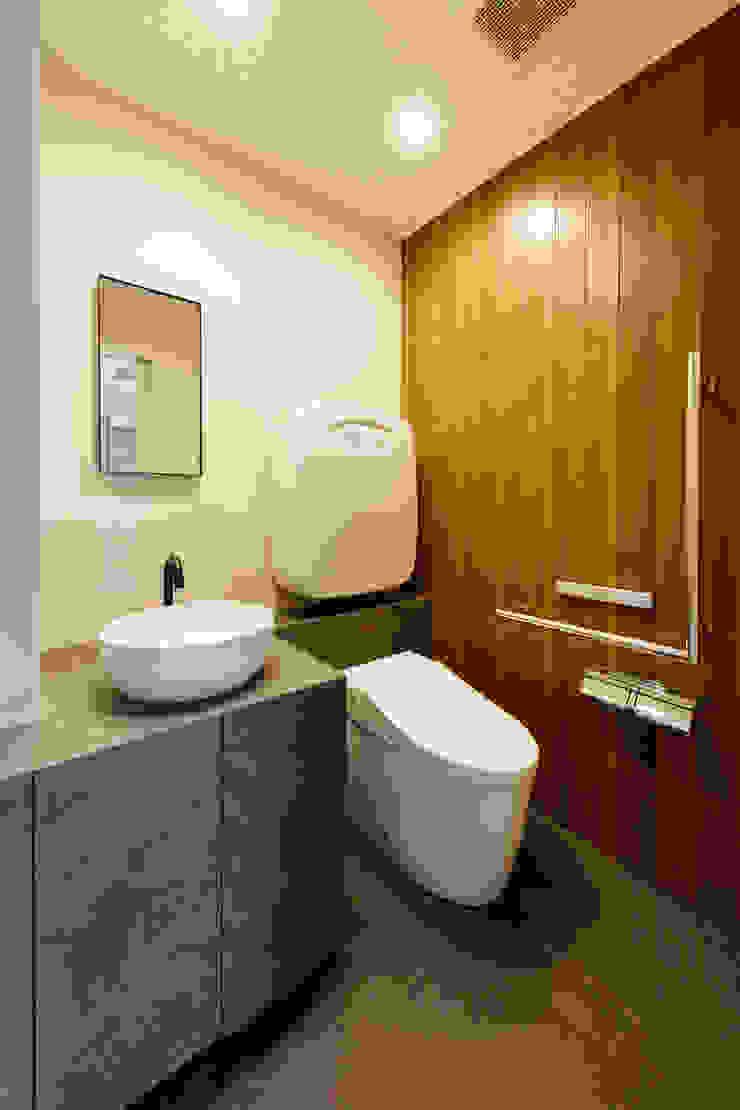 設計事務所アーキプレイス BathroomToilets Wood Wood effect