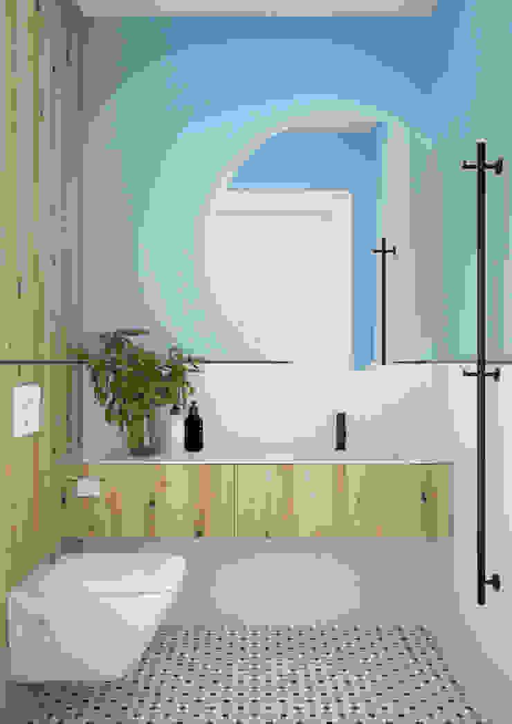 Nevi Studio Baños de estilo moderno Azul