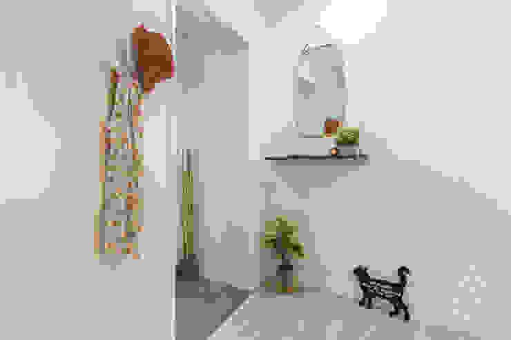 Home Staging apartamento alquiler turístico, Puerta del Angel 2, Madrid Byta Espacios Pasillos, vestíbulos y escaleras de estilo escandinavo