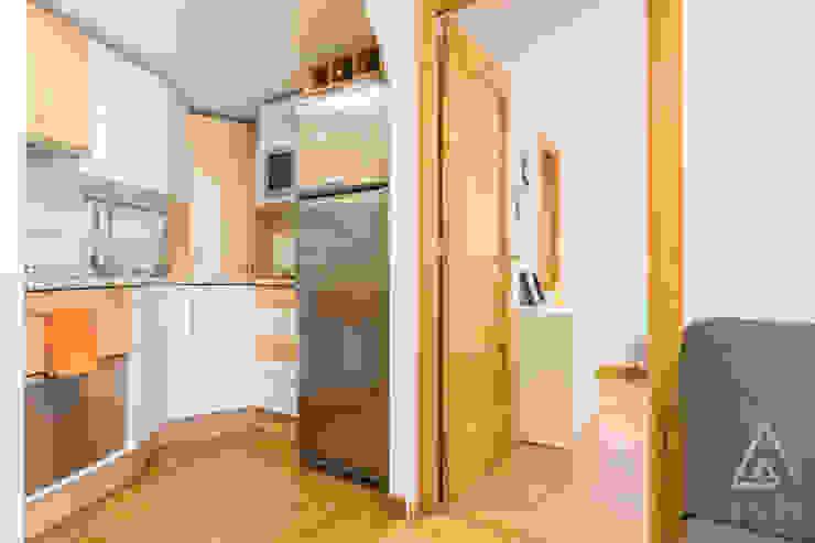 Home staging apartamento en venta, Plaza Mayor, Madrid Byta Espacios Cocinas de estilo moderno