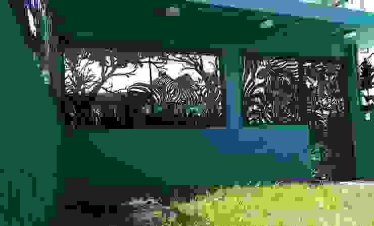 HERRAJES ECATEPEC DE ORIENTE, S.A. DE C.V. Windows & doorsWindow decoration Metal