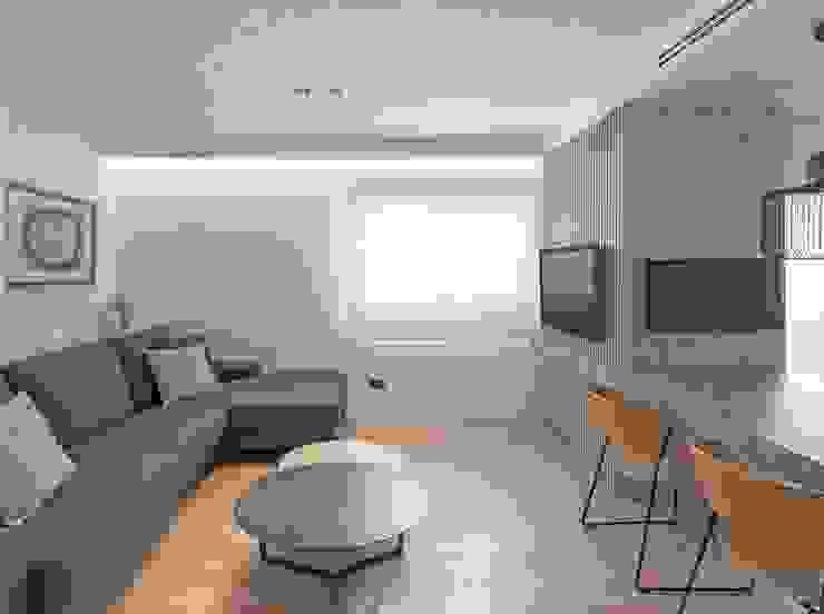Zona de comedor conectado con la zona de estar MANUEL GARCÍA ASOCIADOS Salones de estilo moderno Beige