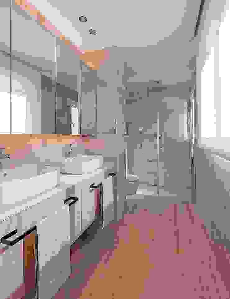 Baño, dormitorio principal MANUEL GARCÍA ASOCIADOS Baños de estilo moderno Beige