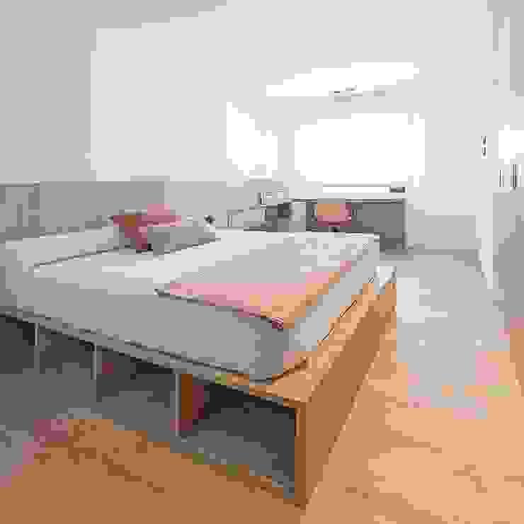 Dormitorio juvenil de chica MANUEL GARCÍA ASOCIADOS Habitaciones de niñas Acabado en madera