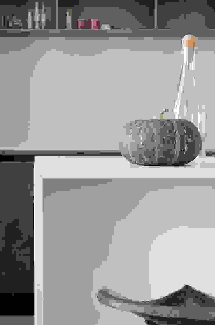 Appartamento T - cucina Cucina moderna di locatelli pepato Moderno Quarzo