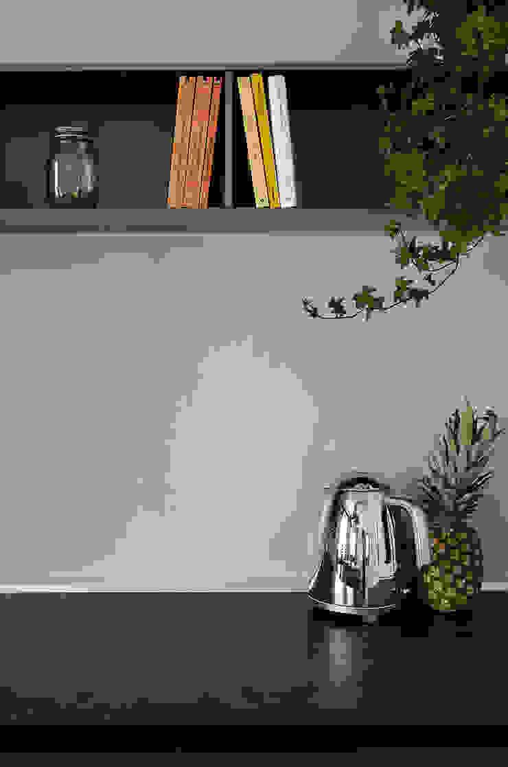 Appartamento T - cucina Cucina moderna di locatelli pepato Moderno Metallo