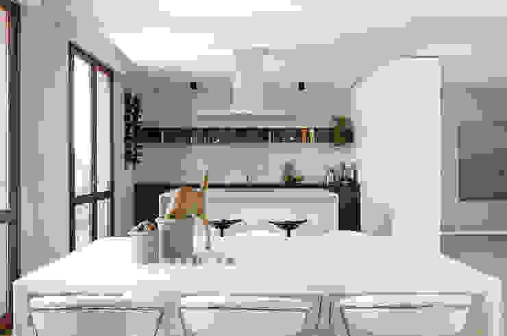 Appartamento T - zona pranzo Sala da pranzo moderna di locatelli pepato Moderno Legno Effetto legno