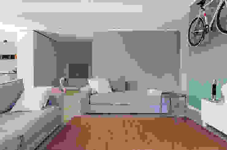 Appartamento T - soggiorno Soggiorno moderno di locatelli pepato Moderno Legno Effetto legno