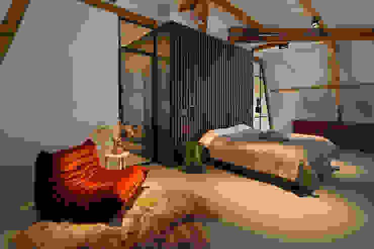 Sigrid van Kleef & René van der Leest - Studio Ruim Moderne Schlafzimmer Holznachbildung