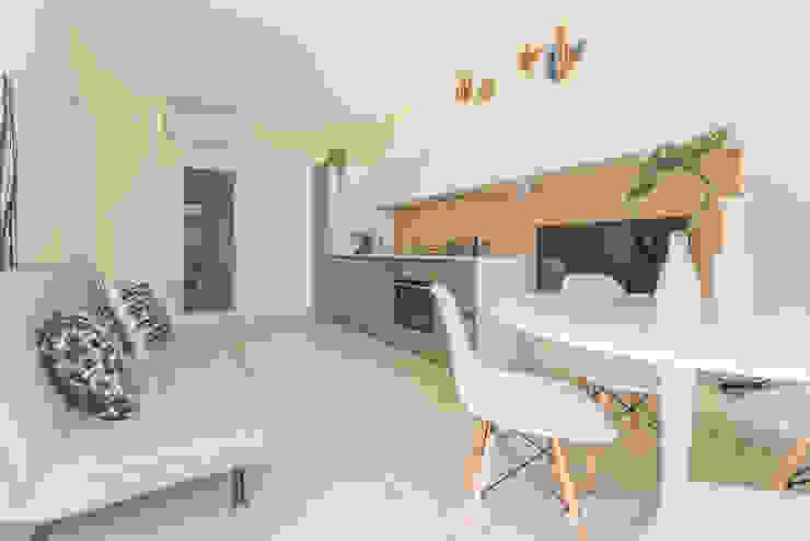 Mirna Casadei Home Staging 廚房桌椅
