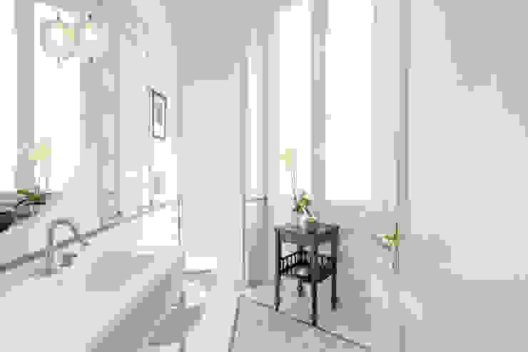 Archifacturing Baños de estilo clásico Mármol Blanco