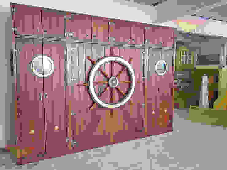 Sorprendente closet temático con timón de Kids Wolrd- Recamaras Literas y Muebles para niños Clásico Derivados de madera Transparente