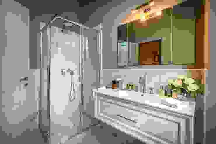 Bagni di design classico e moderno Bagno moderno di Intros Moderno