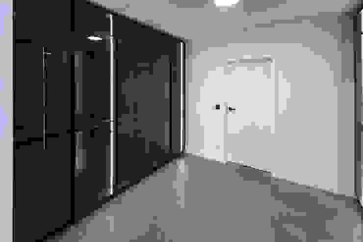 Hammer & Margrander Interior GmbH Spogliatoio moderno Nero