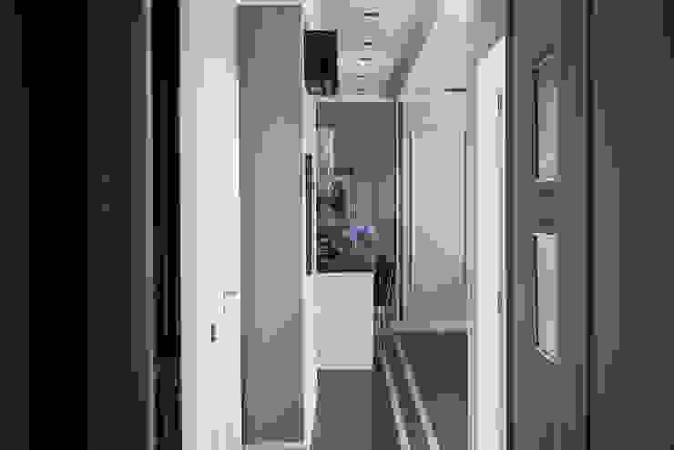 Дизайнер Ольга Айсина ห้องโถงทางเดินและบันไดสมัยใหม่