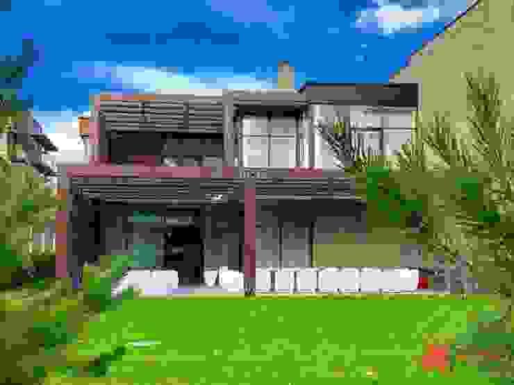 Навес для резиденции Рублево Терраса в средиземноморском стиле от Alpbau Средиземноморский Дерево Эффект древесины