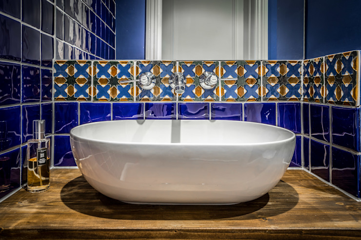 Cloakroom in Holland Park Apartment Decorbuddi Classic style bathroom Blue