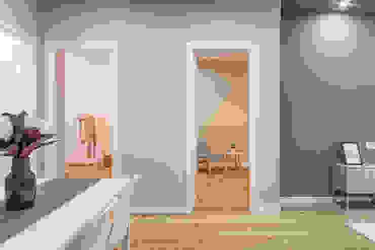 Via Cappello Ingresso, Corridoio & Scale in stile minimalista di CRISTIAN DEKLIC PHOTOGRAPHY Minimalista Cemento