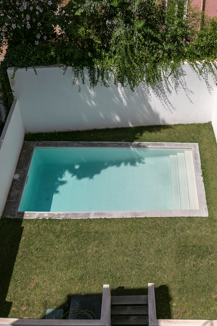 Staging Factory Modern pool