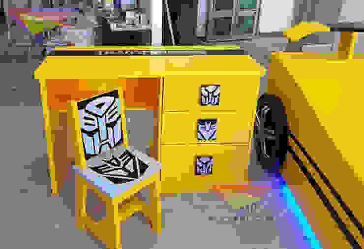 Divertido escritorio de Transformers de Kids Wolrd- Recamaras Literas y Muebles para niños Moderno Derivados de madera Transparente