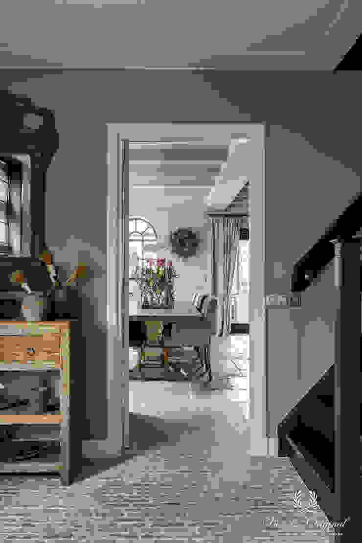 Pure & Original Couloir, entrée, escaliers ruraux Noir