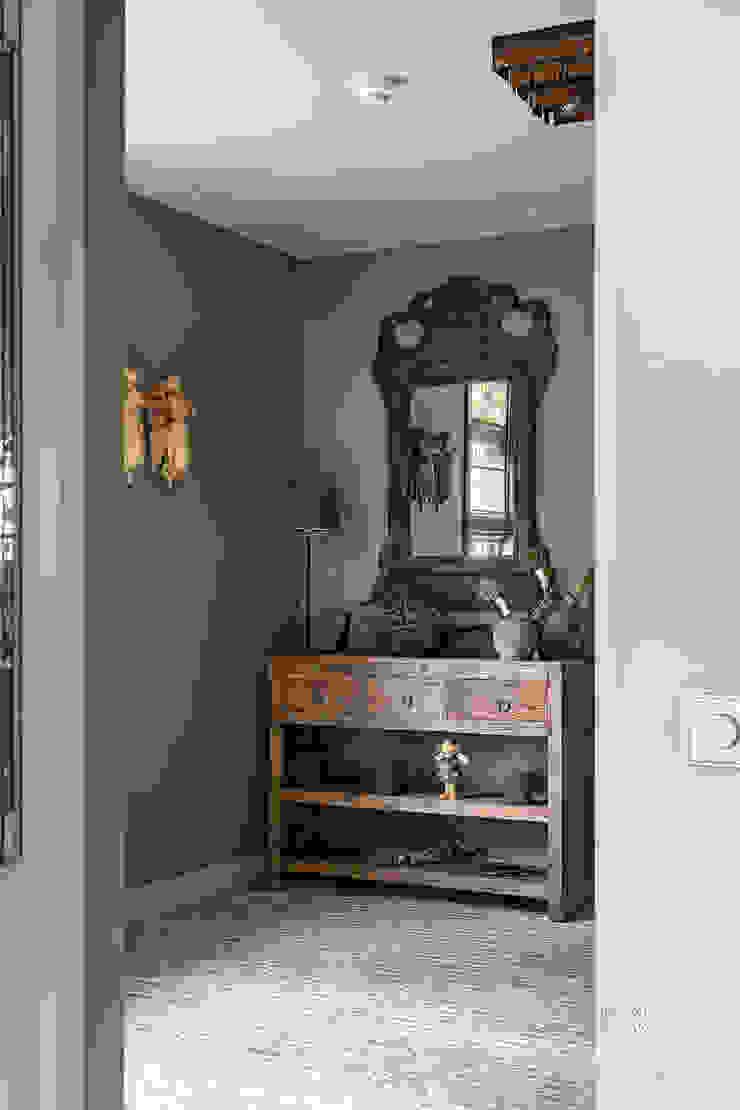 Pure & Original Couloir, entrée, escaliers ruraux Gris