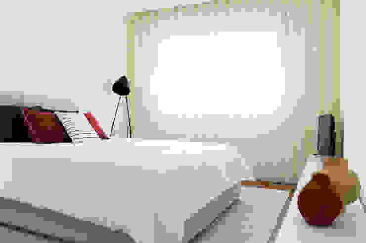 Qiarq . arquitectura+design DormitoriosCamas y cabeceros Textil Gris