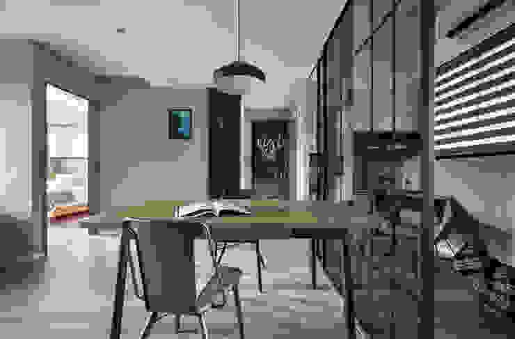 耀昀創意設計有限公司/Alfonso Ideas Paredes y pisos de estilo escandinavo