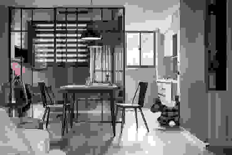 耀昀創意設計有限公司/Alfonso Ideas Puertas de estilo escandinavo