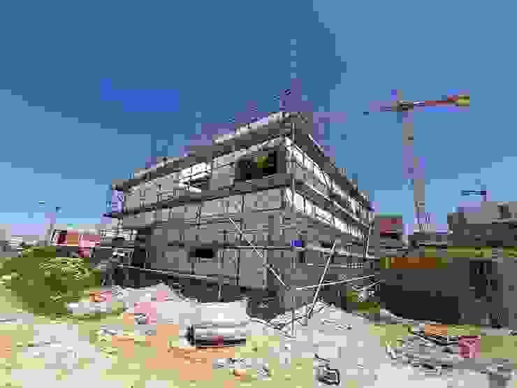 Projeto em sistema capoto (ETICS) TB Construções Casas modernas
