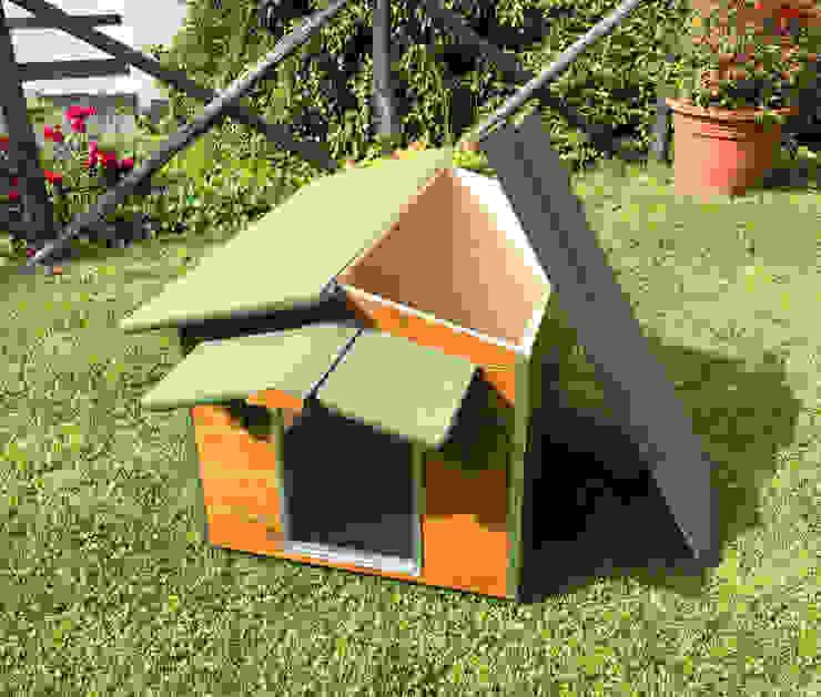 Cuccia in legno da esterno coibentata su misura Pet House Design® Giardino anteriore Legno Marrone