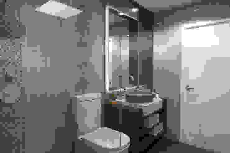 Proyecto de Diseño e Implementación Casa de la Molina Baños modernos de Design Comercial Moderno