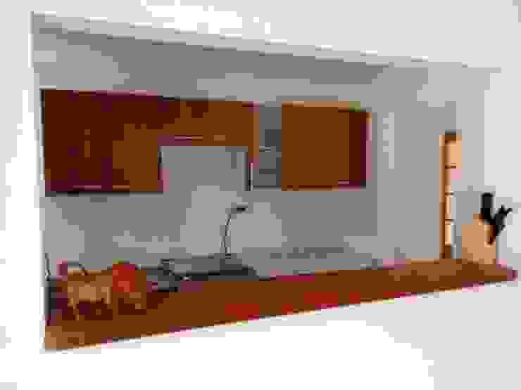 Modern kitchen by R&R Construccion Modern