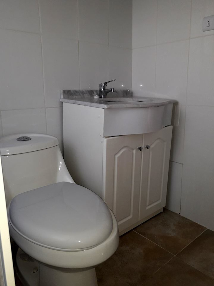 Modern bathroom by R&R Construccion Modern