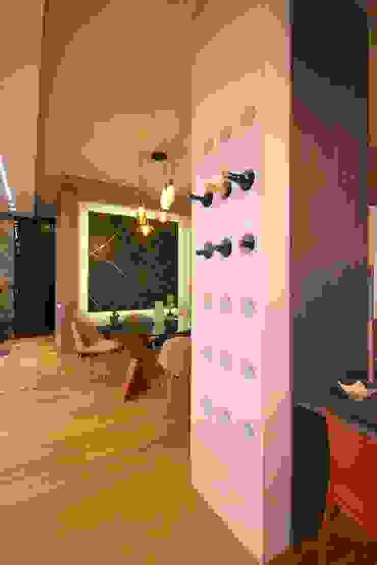 Studio Ferlenda Modern Dining Room Wood Wood effect