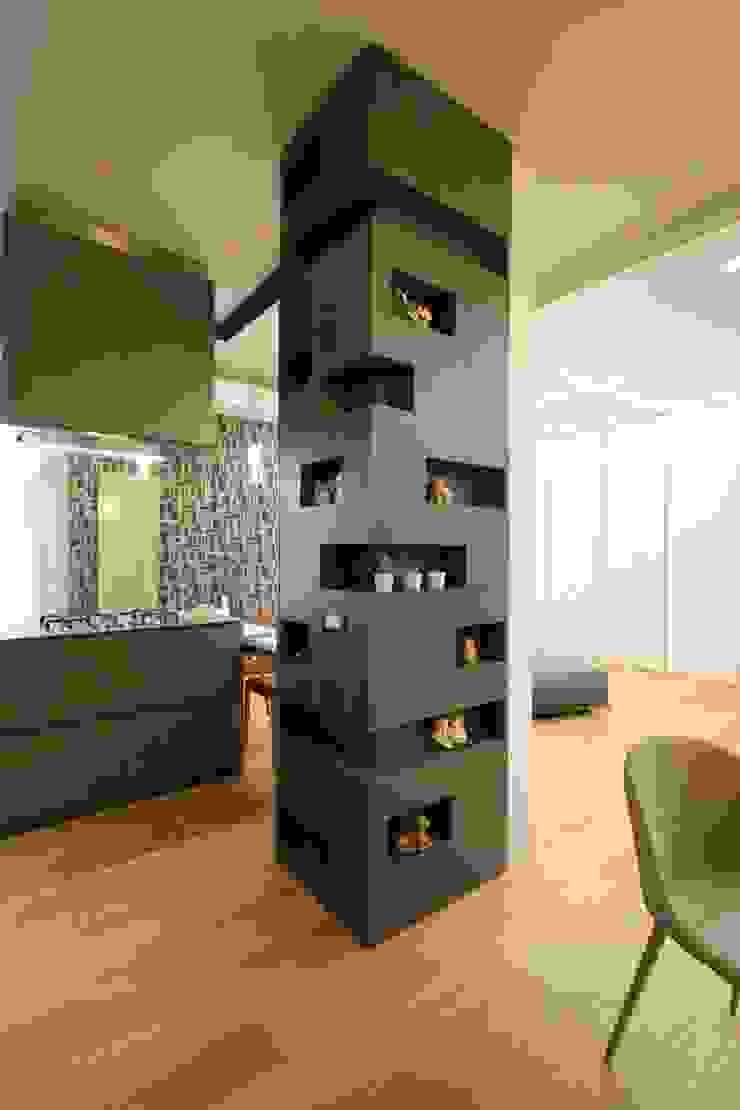 Studio Ferlenda Built-in kitchens Wood Grey