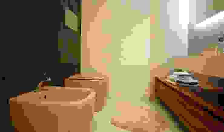 Studio Ferlenda Baños de estilo moderno Azulejos Marrón