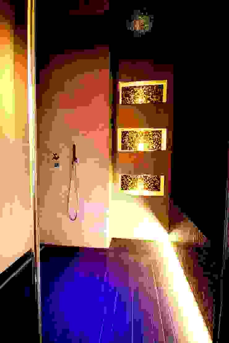 Studio Ferlenda Baños de estilo moderno Azulejos Ámbar/Dorado