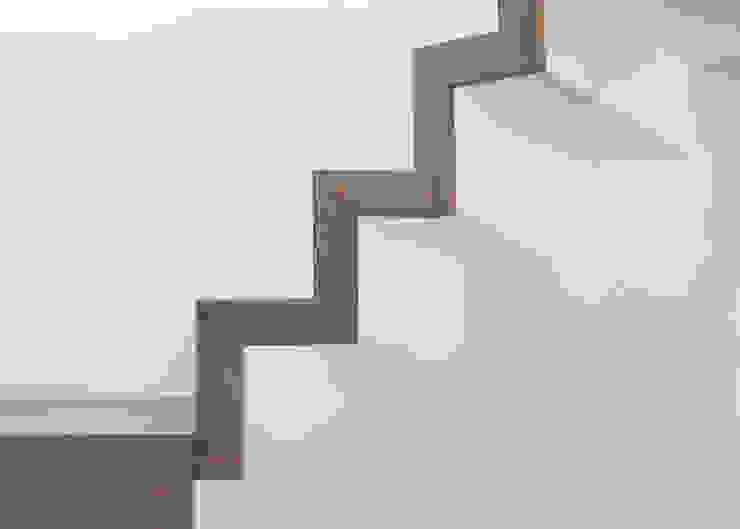 schulz.rooms Pasillos, vestíbulos y escaleras de estilo moderno
