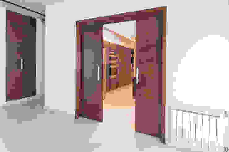 Legno enchapada Maretich Aberturas de Madera Edificios de oficinas de estilo moderno Madera Acabado en madera