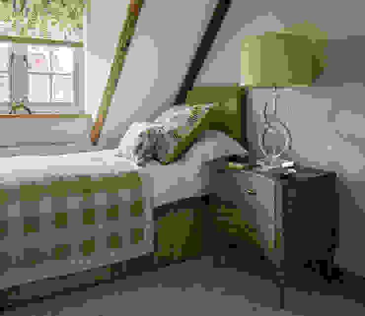 Guest bedroom niche pr Kamar Tidur Gaya Country Kayu Green