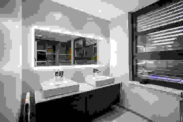 Lichtja Licht und mehr GmbH Salle de bain moderne