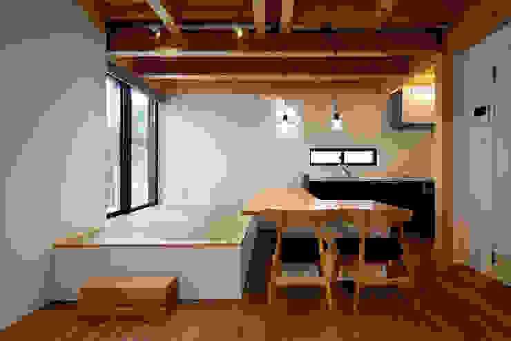ローコストLDK Echizen Ryouta Design Laboratory モダンデザインの ダイニング 木 白色