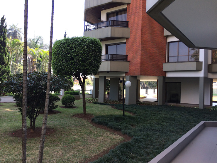 Area externa-DEPOIS Lucia Helena Bellini arquitetura e interiores Edifícios comerciais modernos