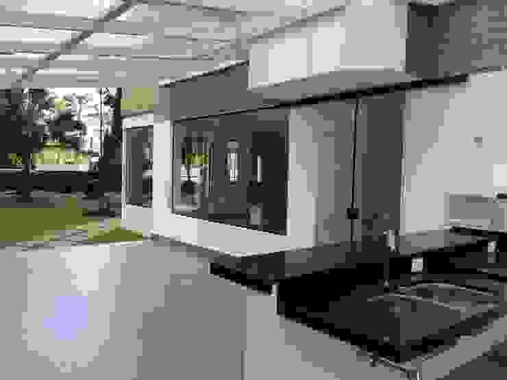 Espaço Gourmet Externo-DEPOIS Lucia Helena Bellini arquitetura e interiores Edifícios comerciais modernos