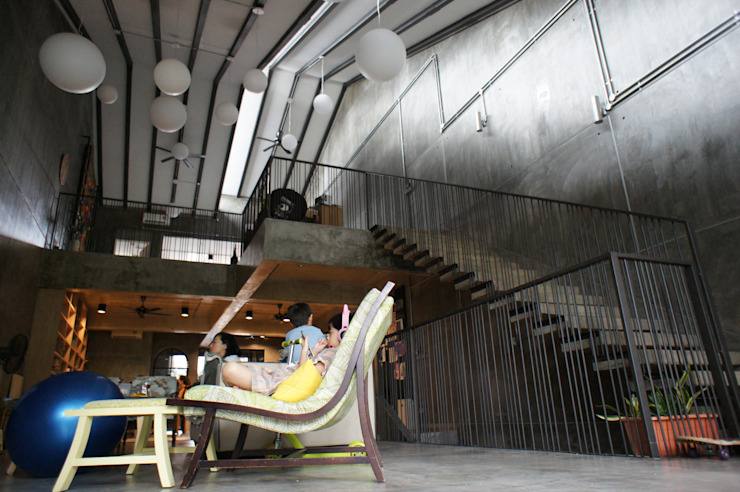 Double-volumed living hall N O T Architecture Sdn Bhd Living room