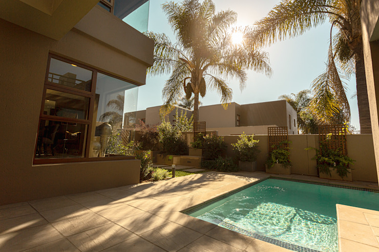 Bedfordview: Monte D' Oro Villa: Shortlisted for the International Design & Architecture Awards 2020 by CKW Lifestyle Associates PTY Ltd Modern