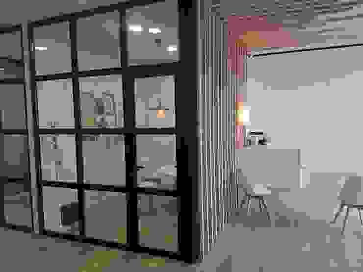 Vista interior ARDEIN SOLUCIONES S.L. Clínicas de estilo industrial Derivados de madera Acabado en madera