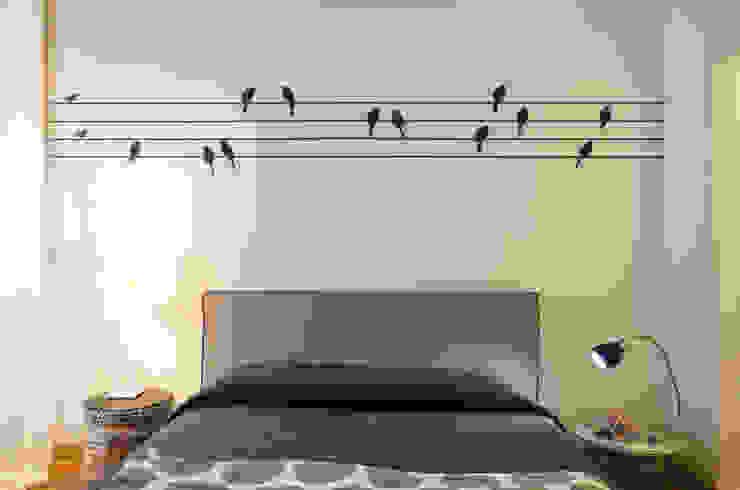 La camera degli ospiti Angela Baghino Camera da letto moderna